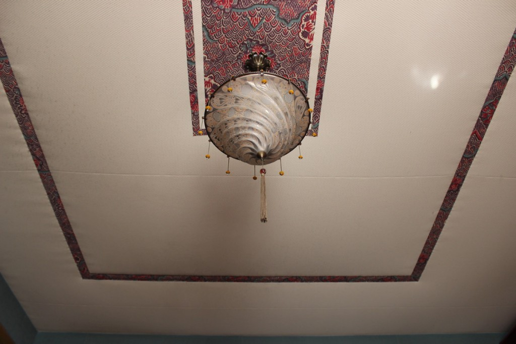 Bedroom ceiling with Fortuny lamp